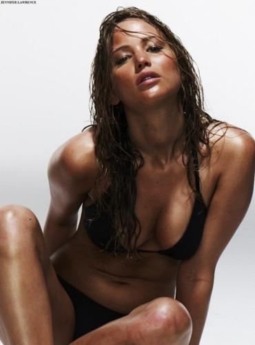 Jennifer_Lawrence_et_Mila_Kunis_sont_les_femmes_sexy_de_la_semaine_1-759x1024.jpg