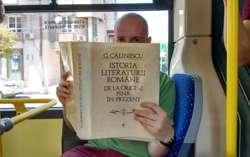 romanian-city-gives-free-bus-rides-to-people-who-read-books-inside1-880.jpeg