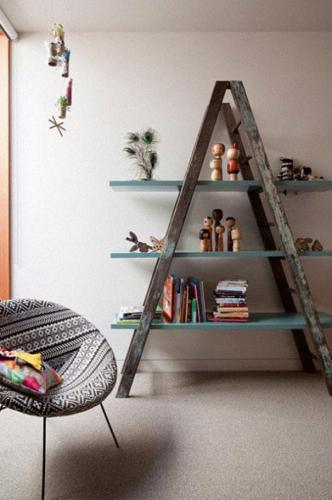23-idees-originales-de-recyclage-de-vieux-objets-escabeau-en-etagere.jpg