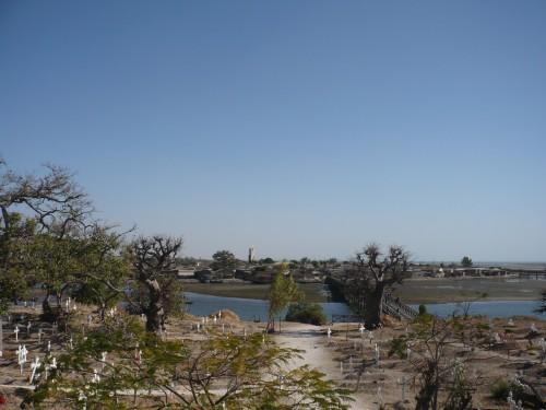 cimetière+pont.JPG