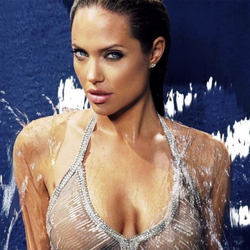 42.-Angelina-Jolie-6907671-630x630.jpg